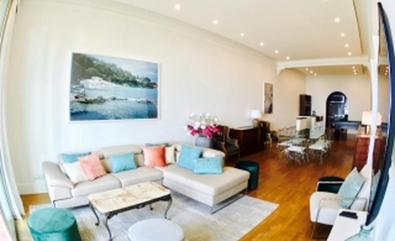 Six bedroom apartment with sea views in Suquet