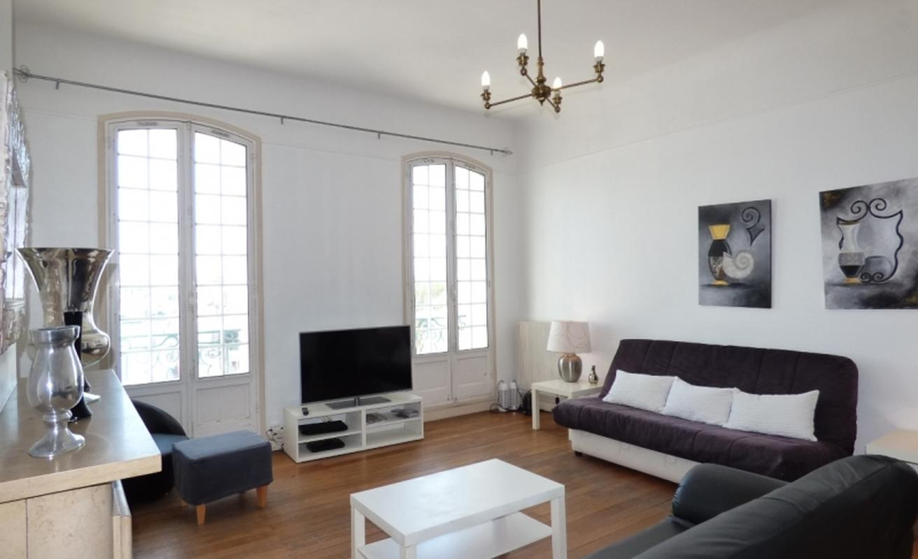 Spacious Two Bedroom Apartment with Port View