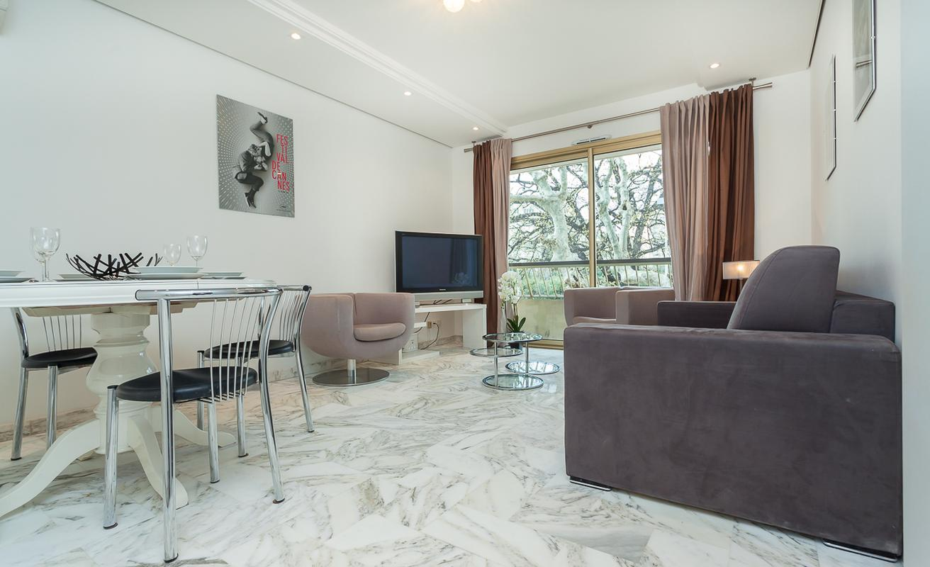 Stylish Two Bedroom Apartment in Cannes East