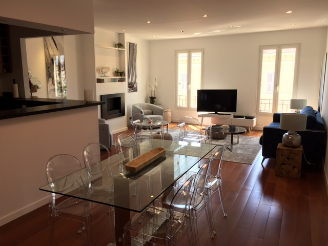 Spacious two bedroom apartment 4 minutes from Palais