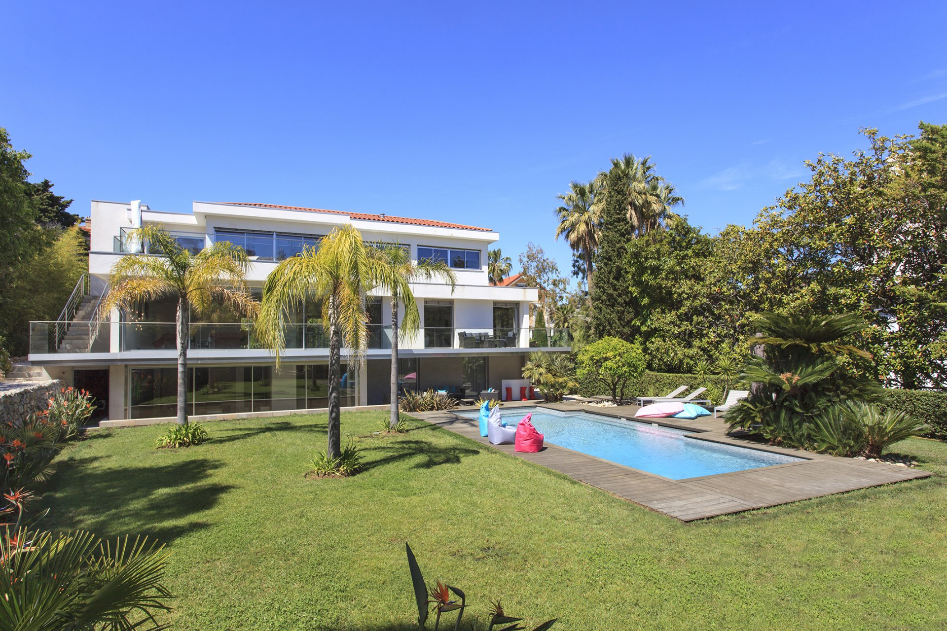 Luxurious Five Bedroom Villa with Pool