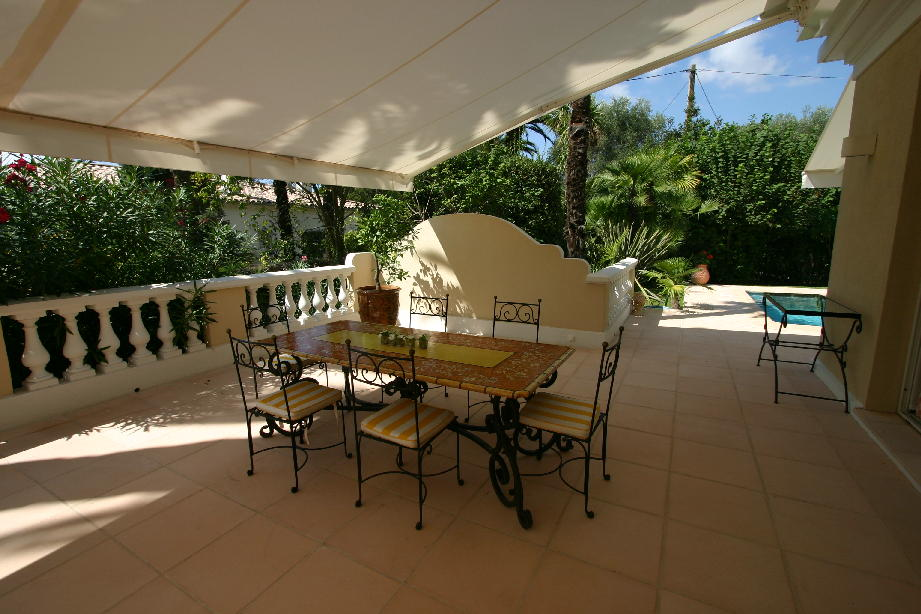 Remarkable five bedroom villa 11 minutes' drive from Palais